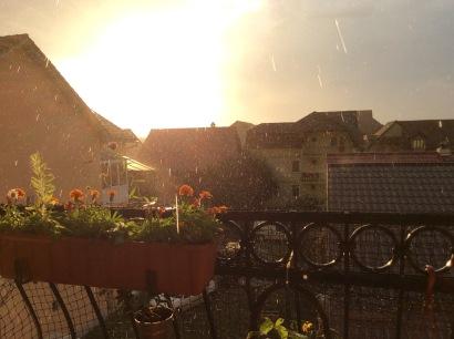 Ploaie de vară la apus